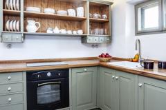 Kuchyňu majitelia vybudovali z pôvodnej komory. na dlážke možno obdivovať nádherné cementové dlaždice