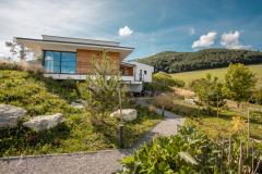 Dom vobjatí prírody