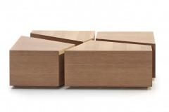 Konferenčný stolík Puzzle sa skladá z drevených dielcov, ktoré možno využiť aj samostatne, verzia s otvorenými policami slúži zároveň ako úložný priestor, 110 × 60 × 30 cm (Brik)