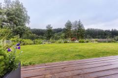 Nádherný pozemok v bezprostrednej blízkosti lesa predurčil voľbu drevostavby