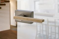 Dizajnovo jednoduchým dverám pristane jednoduché kovanie; Sapglass (SAPELI)