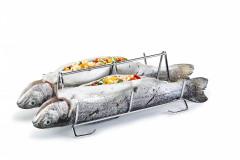 Stojan na ryby GrandCHEF od Tescomy. Ryby sú v stojane umiestnené chrbtom nadol, marináda či plnka z ryby nevytekajú (TESCOMA)