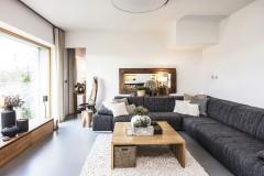 Interiérové doplnky vyberala starostlivo pani domu. Vytvorila veľmi príjemné prostredie, ktoré v spojení s okolitou krajinou zvyšuje exkluzivitu domu