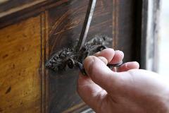 4. Rozpadávajúce sa kovania odstráňte