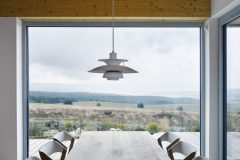 Okno je veľký meniaci sa obraz. Jedinečné výhľady boli tým najcennejším na pozemku a  hlavným motívom pri koncipovaní obytného priestoru