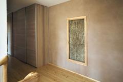 Vďaka veľmi dobrej tepelnej izolácii všetkých konštrukcií a výplní dom potrebuje na vykurovanie veľmi málo energie