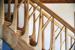 Vysoko kvalitný produkt predstavuje schodisko vyrobené z jaseňa. Označuje sa právom ako dominanta interiéruenergeticky pasívneho slameného domu