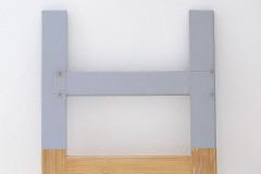 5. Konzoly uchyťte na oboch koncoch rebríka drevenými kolíkmi a lepidlom, môžete použiť aj skrutky