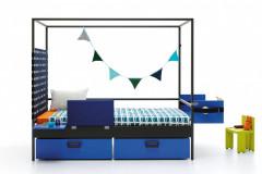 Postel Nook značky JJP môže byť doplnená mnohými komponentmi (zásuvky, panely s policami, čalúnené čelá, stolčeky). Rozmery 210 x 100/115 x 186 cm, cena 2 514,60 eur, www.space4kids.cz