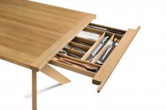 Jedálenský stôl YPS s výsuvným úložným priestorom, masívne drevo (dizajn Jacob Strobel, Team 7)