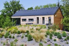 Strešná záhrada nadväzuje na terasu nadzemného poschodia domu, kde sa nachádza spálňa majiteľov