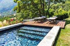 Do úvahy vezmite aj mieru súkromia. Bazén potrebuje nielen priestor na samotnú vaňu, ale aj na ďalšie využitie, nech už sa jedná o zastrešenie alebo záhradný nábytok (DESJOYAUX)