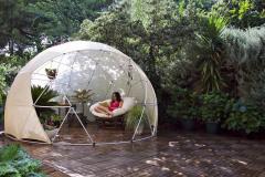 Štýlová zimná záhrada, čítací kútik či letný altánok - to všetko ponúka záhradné iglu. Vyrába sa z kvalitného materiálu, ktorý je odolný proti nepriaznivému aj príliš teplému počasiu a je ideálny na leto aj na zimu (BONAMI)