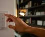 Dom sa dá inteligentne osvetliť aj zabezpečiť