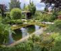 Voda na záhrade v netradičnom kabáte